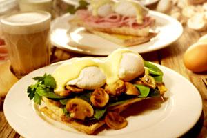 The Coffee Club – Eggs Benedict